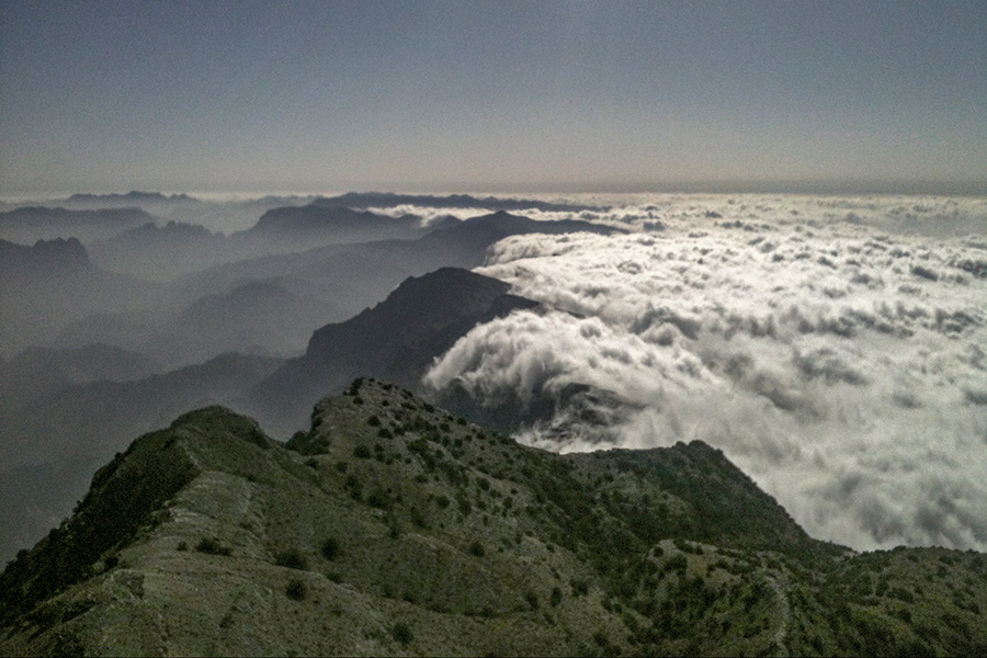 clouds in hajar mountains