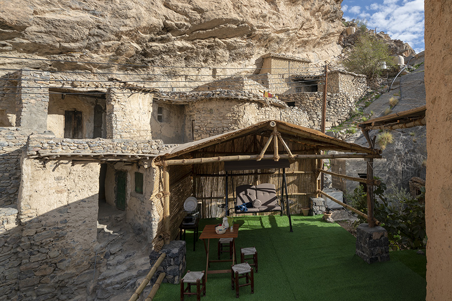 Cliff Hotel in Hajar Mountains